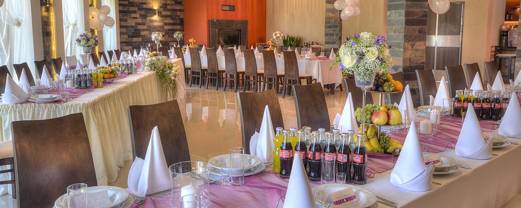 Specializujeme se na svatby a příležitostné akce; poskytujeme také catheringové služby.